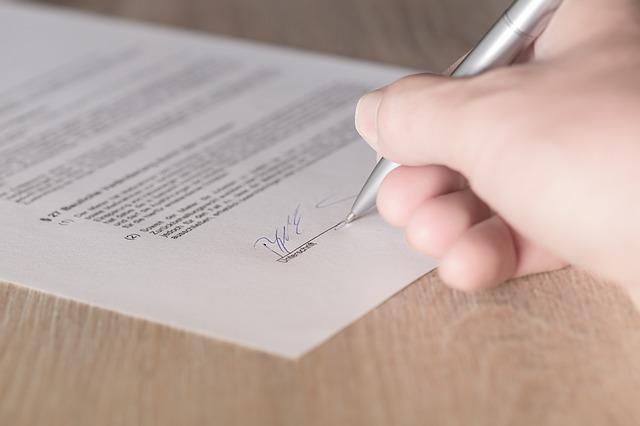 podepisování dokumentu