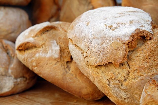prasklý chléb
