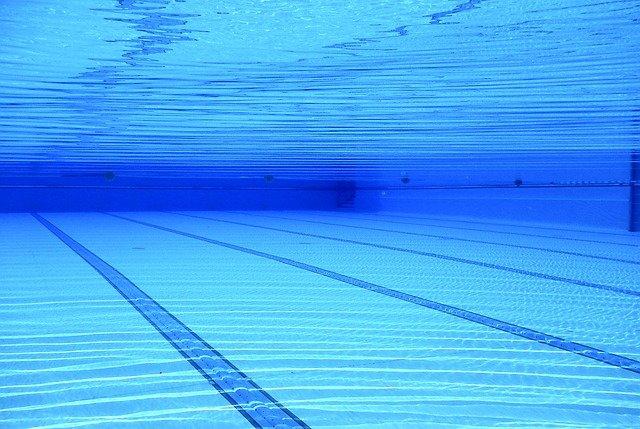 Zazimování bazénu vám ušetří jeho napouštění v příští sezóně